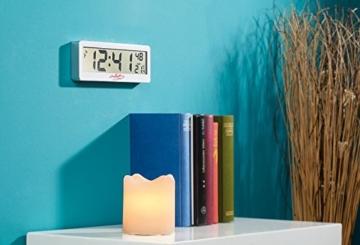 infactory LCD Funkwanduhr: Kompakte Funkuhr mit riesigem XXL-LCD-Display und Temperatur-Anzeige (Funkuhr Großes Display) - 2