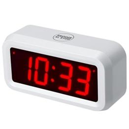 chaorong Kleine batteriebetrieben Digitale LED Wecker mit 3 cm großes Display für Schlafzimmer oder überall, 4 Batterien lassen die Zeit Tag und Nacht für mehr als ein Jahr, plastik, weiß - 1
