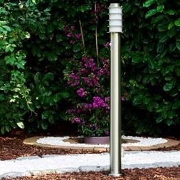 Wegeleuchte Tunes mit Bewegungsmelder und Steckdose - Sockellampe Garten aus Edelstahl mit E27 Fassung 40 Watt - moderne Pollerleuchte – Garten Leuchte – Sockelleuchte - 1